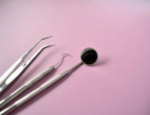 自由診療で受ける歯のクリーニング、PMTCのメリットは?